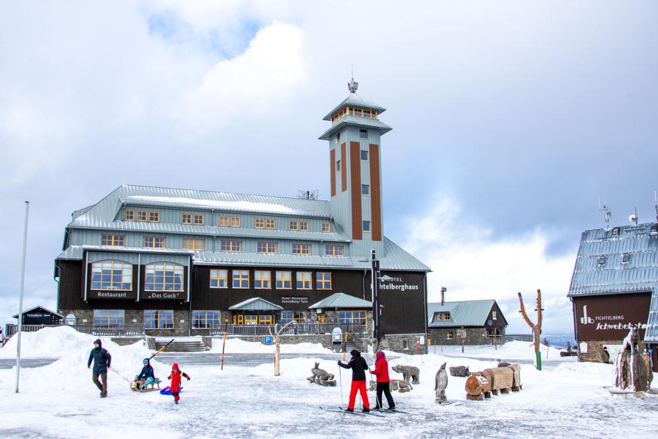 Am Fichtelberg befindet sich Sachsens höchstgelegenes Skigebiet. Aufgrund seiner Höhenlage gehört es zu den schneesichersten Revieren für Wintersportler - vor allem in der Zukunft. (Archivbild)