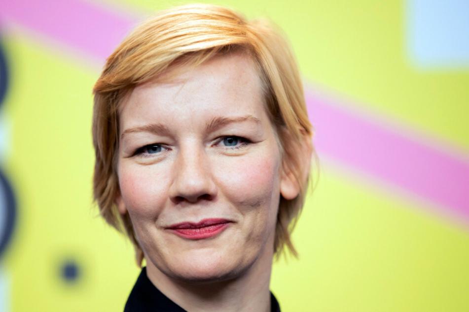 """Schauspielerin Sandra Hüller (42) zu Gast bei der 70. Berlinale für den Film """"Exil"""". Sie wird für ihr gesellschaftliches Engagement mit dem Verdienstorden der Bundesrepublik Deutschland geehrt."""