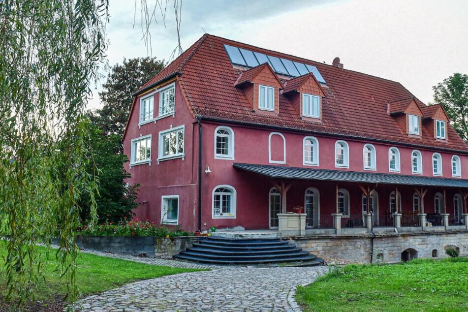 Rittersaal und Poollandschaft: Wieso will niemand dieses Herrenhaus haben?