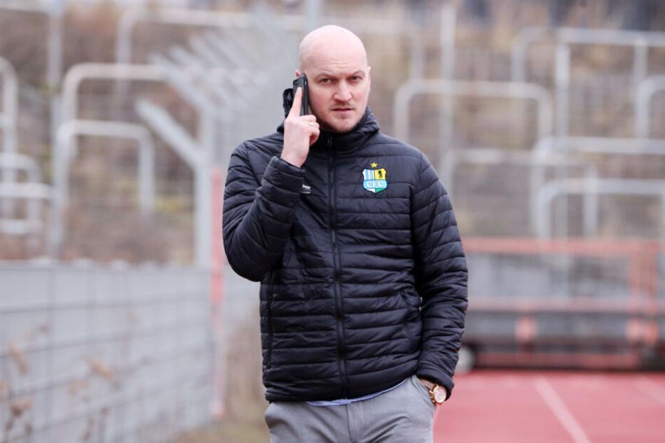 Der neue CFC-Sportdirektor Armin Causevic legte am Freitag direkt los.