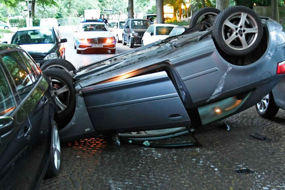 Suff-Unfall mit 1,8 Promille: Fahrzeug mit drei Insassen landet auf dem Dach