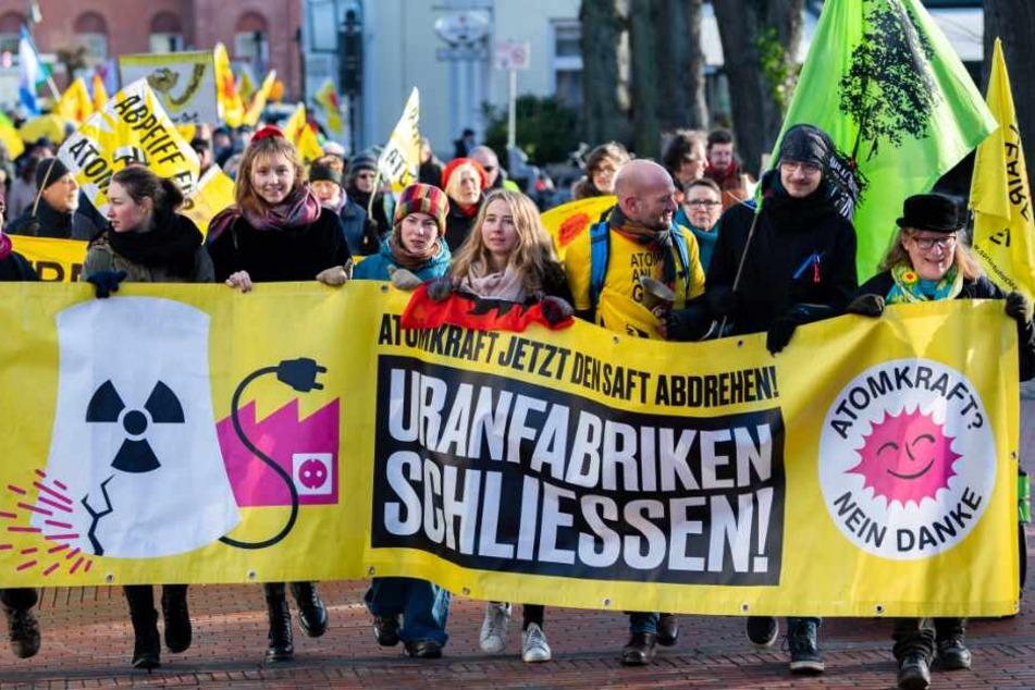 zahlreiche Atmokraftgegner gingen in Lingen auf die Straße.