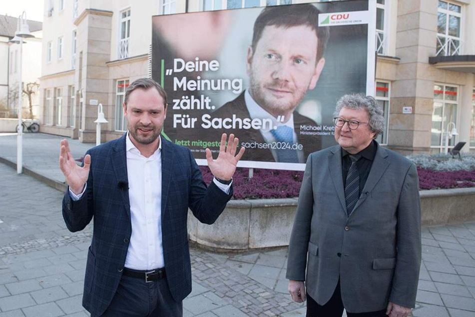 CDU-Generalsekretär Alexander Dierks (31) und Professor Werner Patzelt (65) vor einem Wahlplakat mit Spitzenkandidat Michael Kretschmer (43).