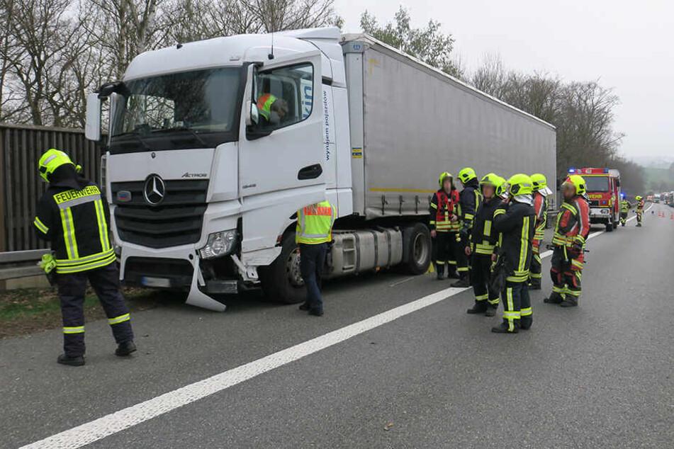 Der Lasterfahrer (51) verstarb noch an der Unfallstelle.