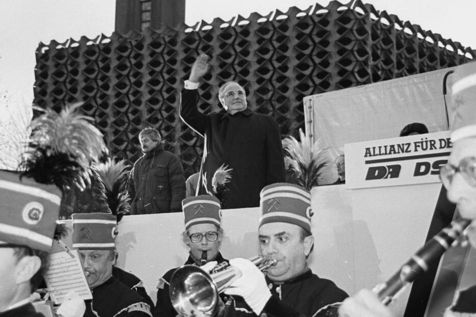 Die Bergmannskapelle spielte, Zehntausende jubelten. Am 1. März 1990 wurde Helmut Kohl in Karl-Marx-Stadt gefeiert.