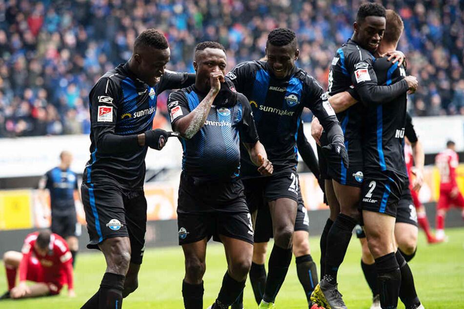 Der SC Paderborn 07 hat derzeit gut lachen: Der Neuling liegt nur noch einen Zähler hinter dem 1. FC Union Berlin und Aufstiegsrelegationsplatz drei.