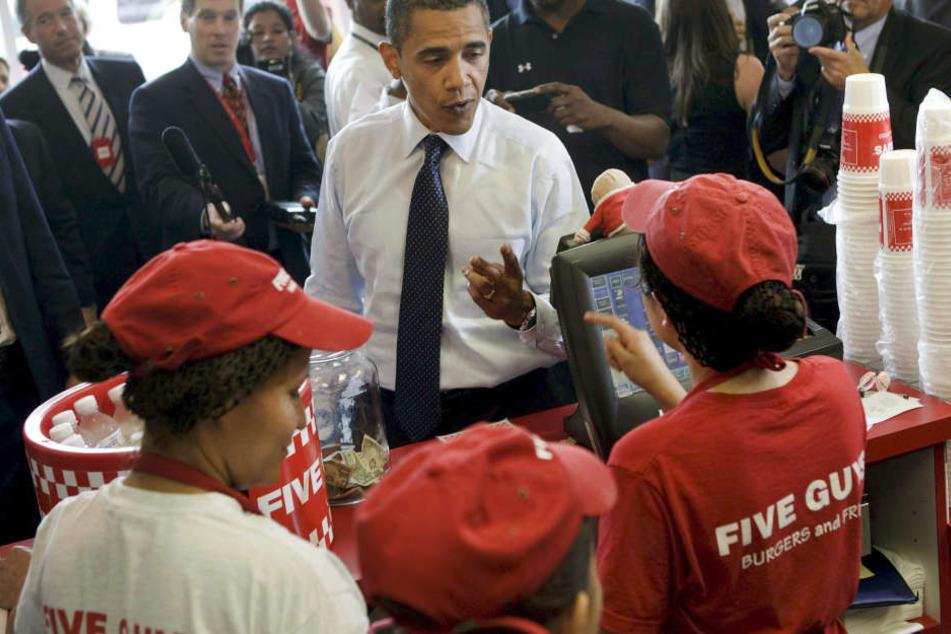 Prominenter Besucher: Auch der ehemalige US-Präsident Barack Obama lässt sich einen Burger von Five Guys schmecken.