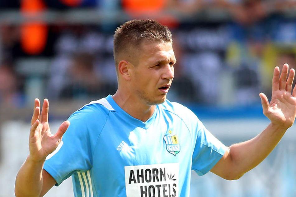 """""""Was habe ich verbrochen?"""", scheint sich CFC-Torjäger Daniel Frahn hier zu fragen. Er schoss gegen Köln sein viertes Saisontor, ließ aber auch Chancen liegen."""