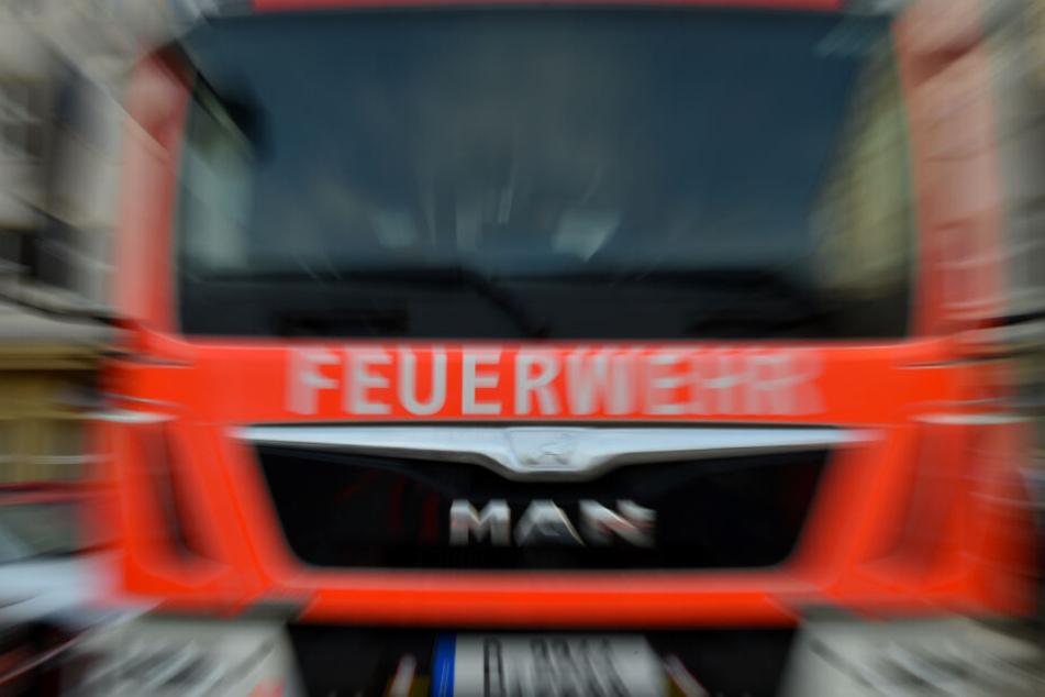 Die Feuerwehr rückte mit einem Großaufgebot an. (Symbolbild)