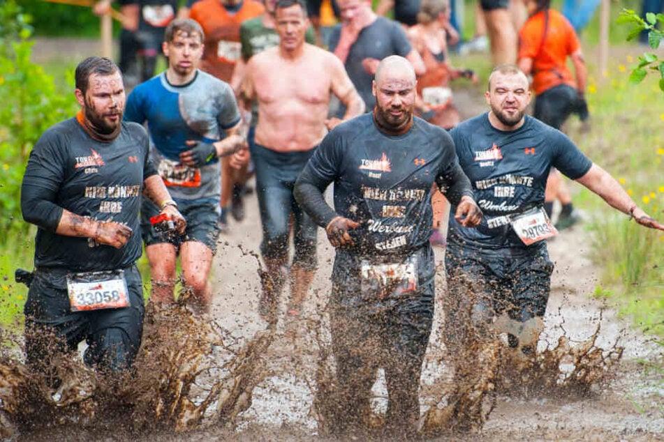 """Der Name """"Tough Mudder"""" ist Programm. Die Teams werden beim Hindernislauf richtig schmutzig. (Archivbild)."""