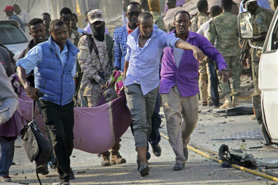 Über 230 Menschen kamen ums Leben, hunderte wurden verletzt.