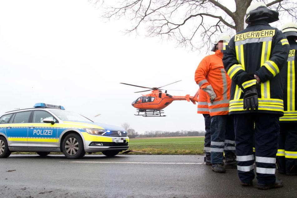 Heftiger Frontalcrash: 23-Jähriger stirbt, Mann und Frau schwerverletzt