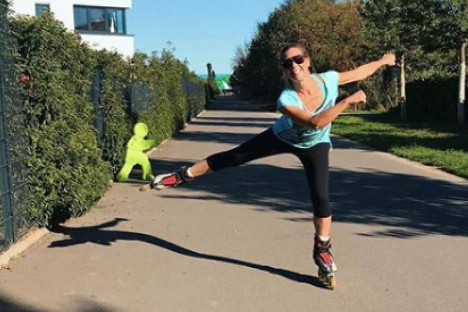 """Die Schauspielerin aus """"Alles was zählt"""" beim Inline-Skaten."""