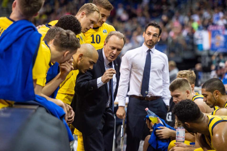 Das Alba-Team um Trainer Aíto García Reneses – schaffen sie den Sieg für Berlin?
