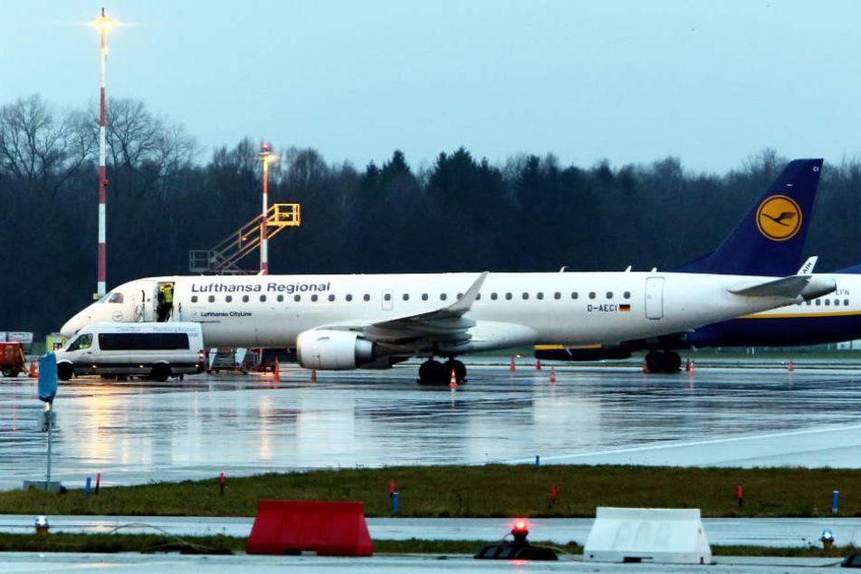 Die Lufthansa-Maschine vom Typ Typ Embraer 190 musste kurz nach dem Start in Hamburg zwischenlanden.