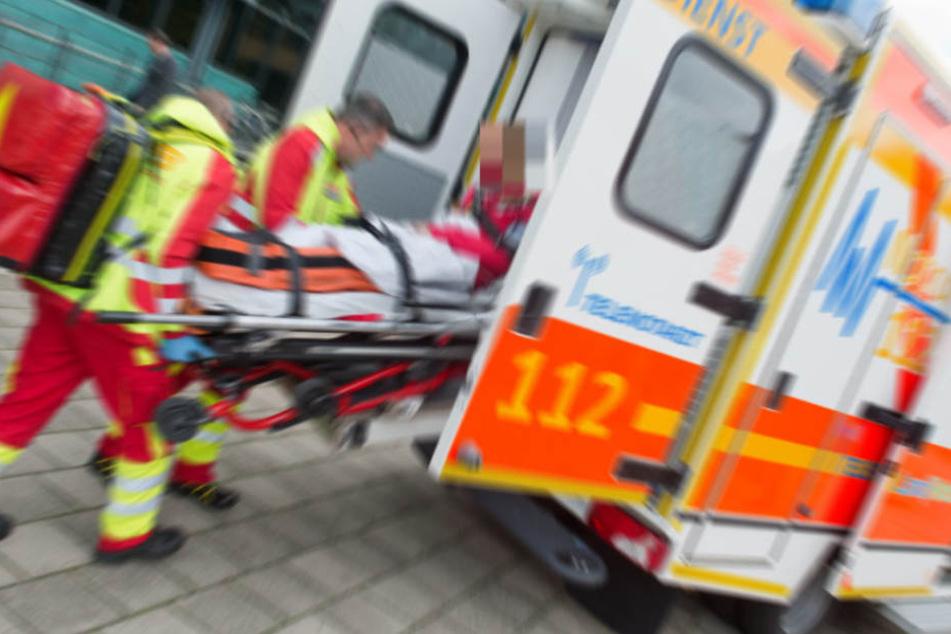 Der Lebensgefährte wurde schwerverletzt in ein Krankenhaus gebracht. (Symbolbild)