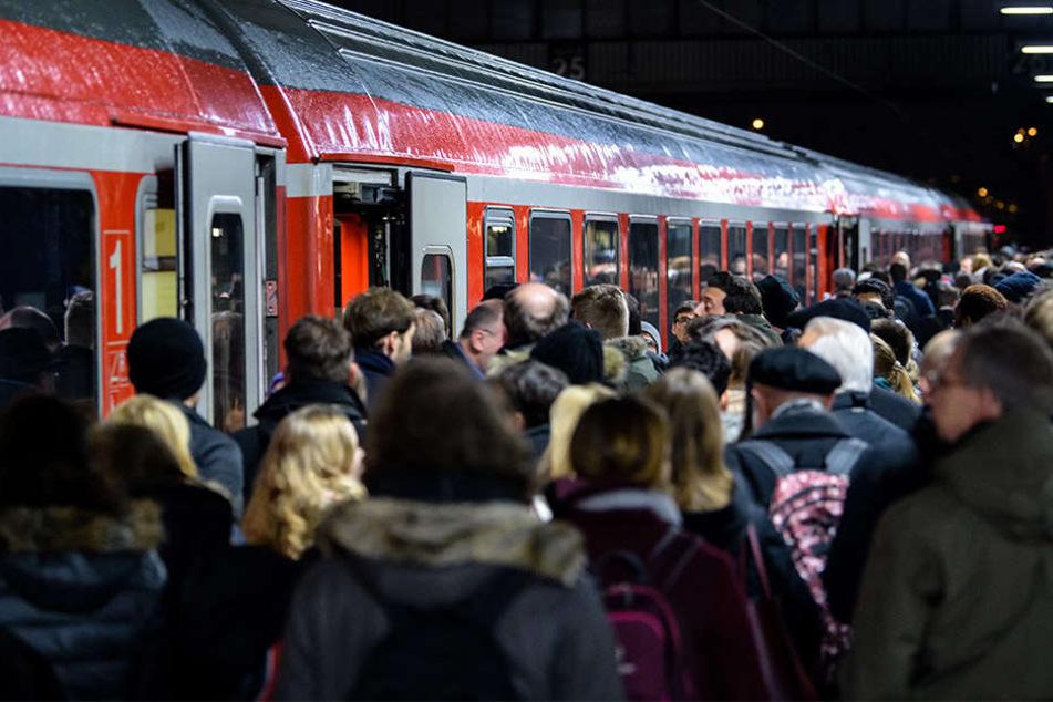 Damit es auch in Zukunft komfortabel mit dem Zug von A nach B geht, investiert die Deutsche Bahn AG eine ordentliche Summe.