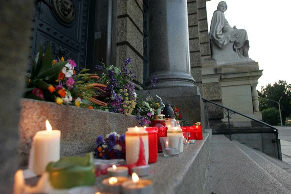 Kerzen brannten lange zum Gedenken an Marwa El-Sherbini am Landgericht.