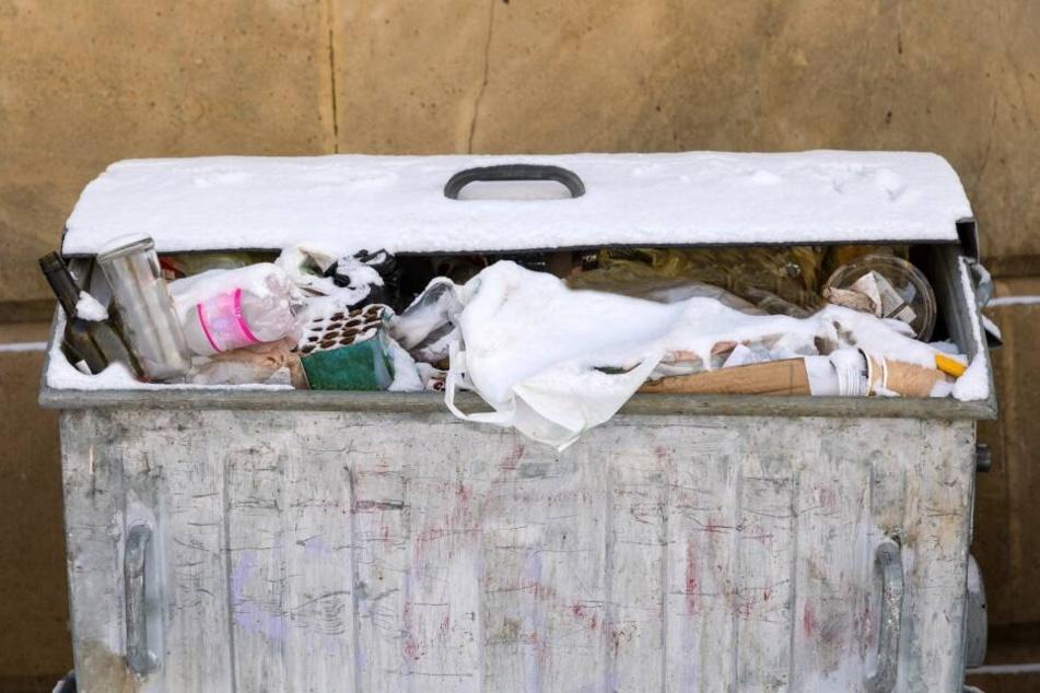 Die Mutter warf ihr Baby einfach in den Müll. (Symbolbild)