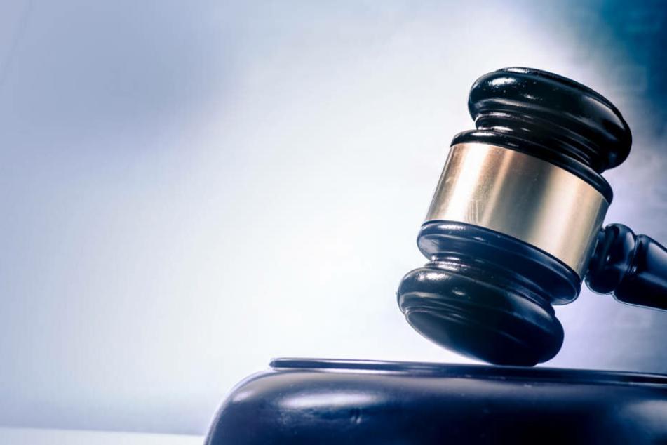 Mann beim Gassi-Gehen mit Hantel zusammengeschlagen: Gericht fällt Urteil