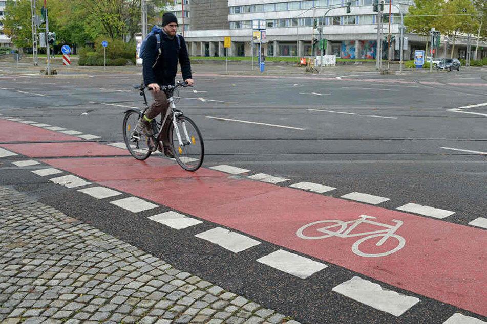 Runter von Radstreifen und Radweg: Der ADFC fordert ein Ende der Benutzungspflicht.