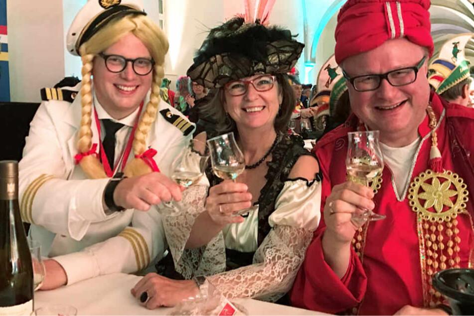 Der hessische Finanzminister Thomas Schäfer (r,) trug in der vergangenen Fastnachtssaison ein Maharadscha-Kostüm.