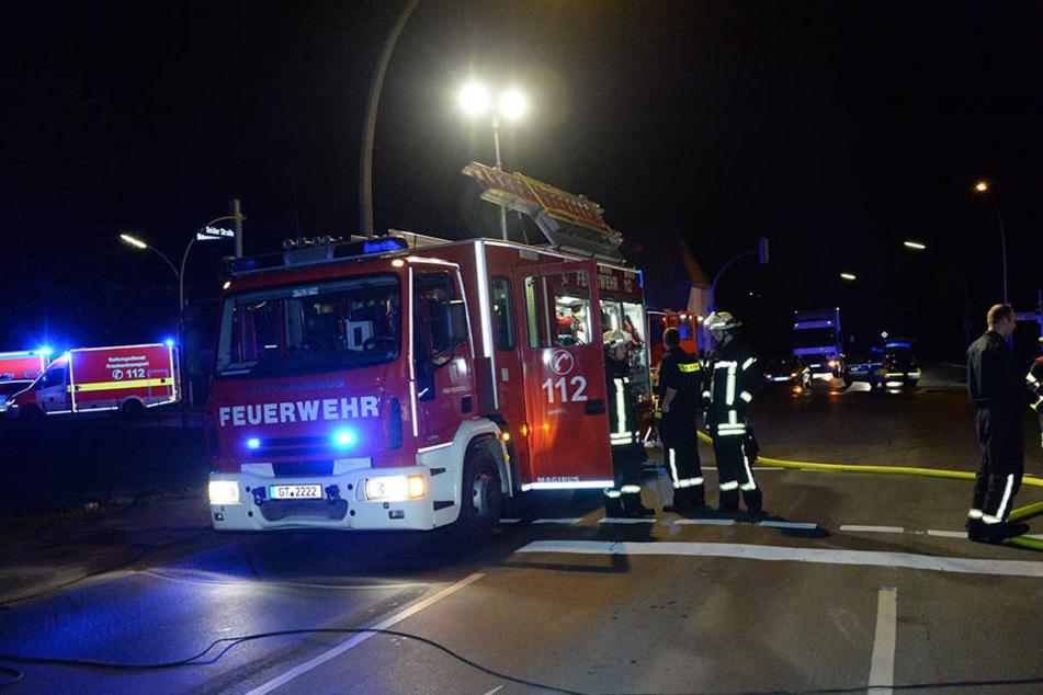 Die Kreuzung musste für die Zeit der Brandbekämpfung gesperrt werden.
