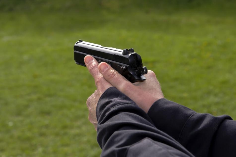 In Schwarzenberg ist am Mittwoch auf einen 39-Jährigen mit einer Softairwaffe geschossen worden. (Symbolbild)