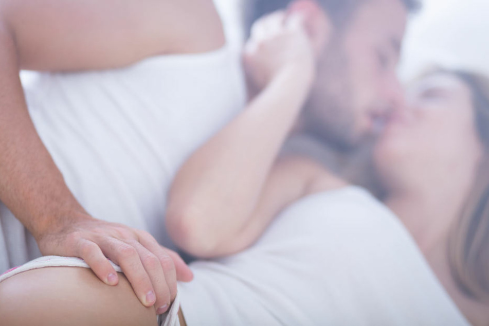 Jetzt ist es raus: Auch Männer mögen's im Bett romantisch!