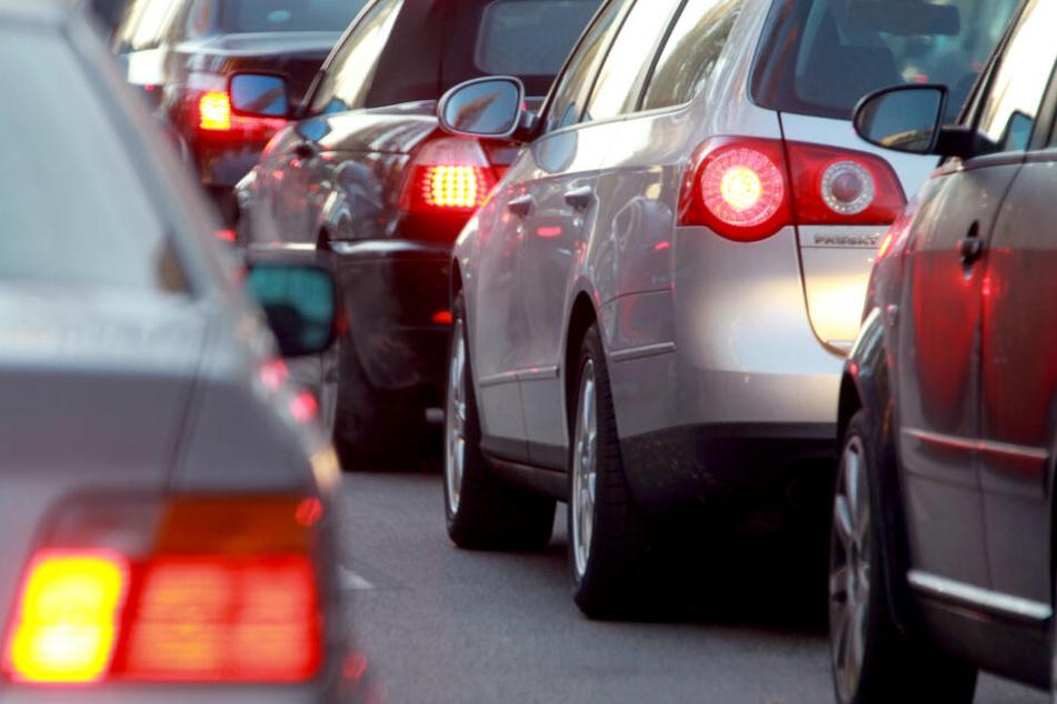 Zum Wochenstart müssen Autofahrer in NRW mehr Zeit einplanen.