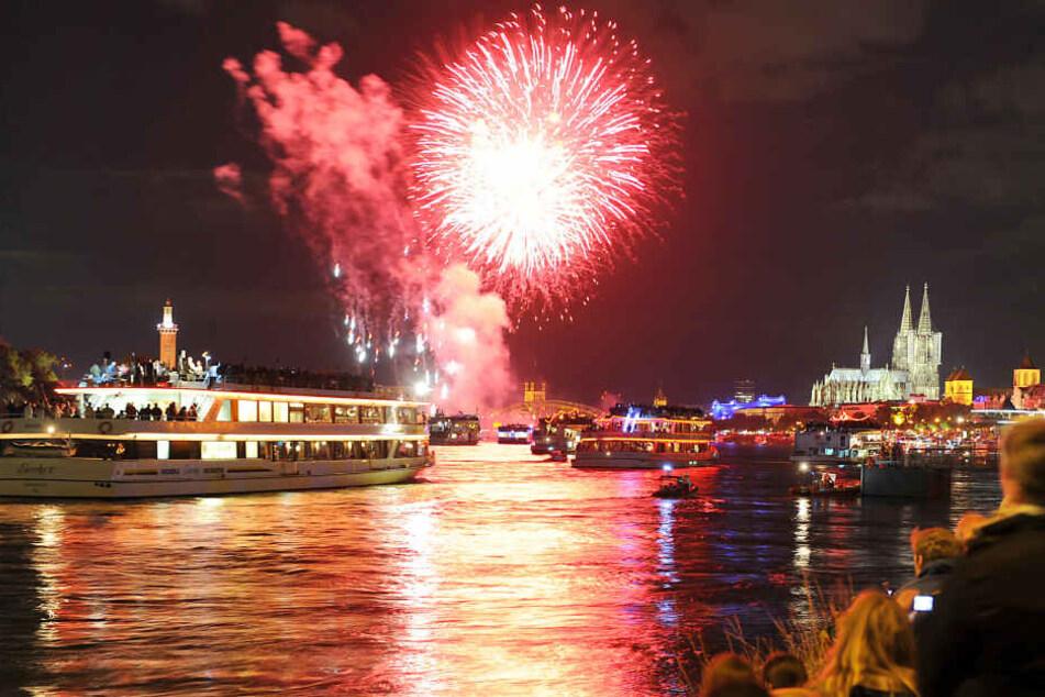 Das Musik-Feuerwerk Kölner Licht lockt jedes Jahr Hunderttausende Besucher an den Rhein (Archivbild).