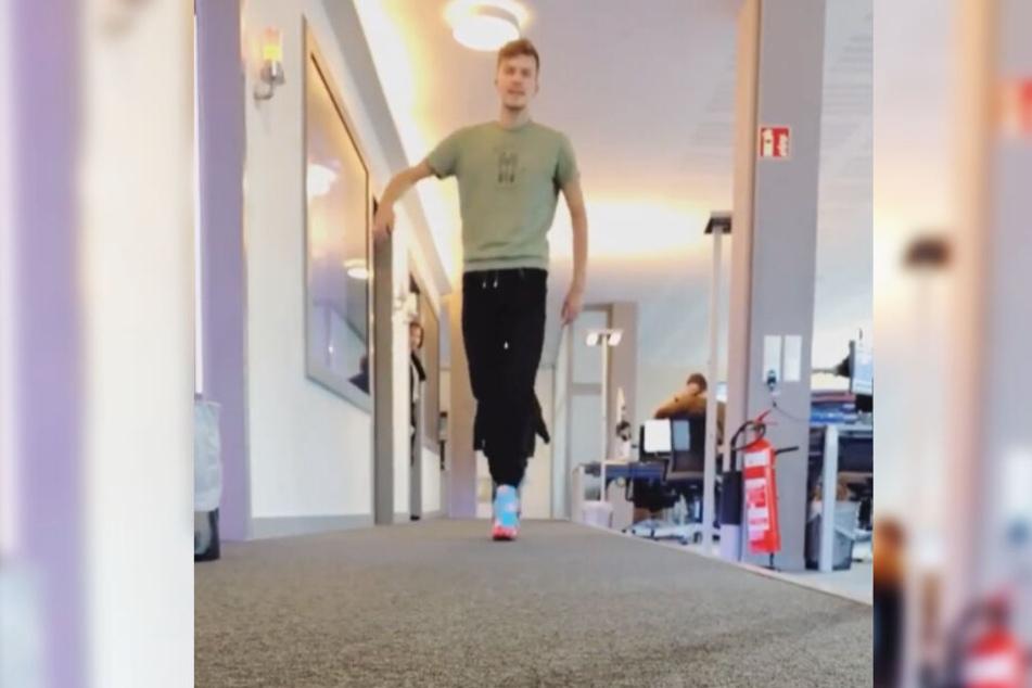 Läuft doch schon ganz gut: 89.0-RTL-Erik probt das Laufen auf High-Heels.