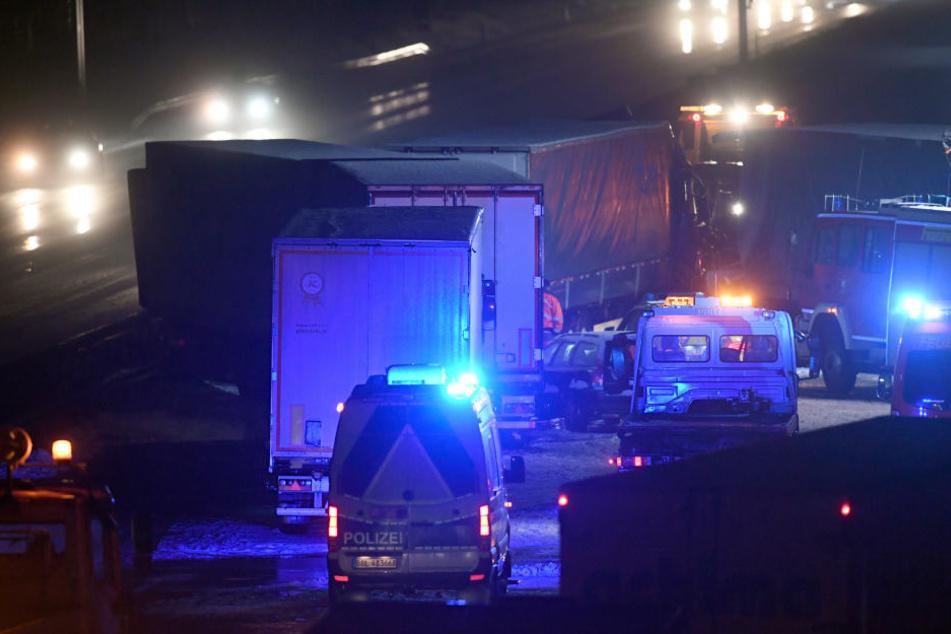 Neuer Schneefall hat am Mittwochnachmittag in Berlin und Brandenburg zu zahlreichen Unfällen geführt.