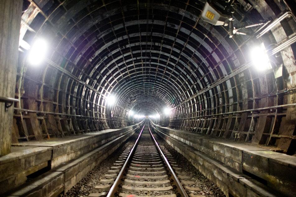 Frankfurt: Weil er keine Fahrkarte hatte: Mann flüchtet vor Kontrolle in S-Bahn-Tunnel
