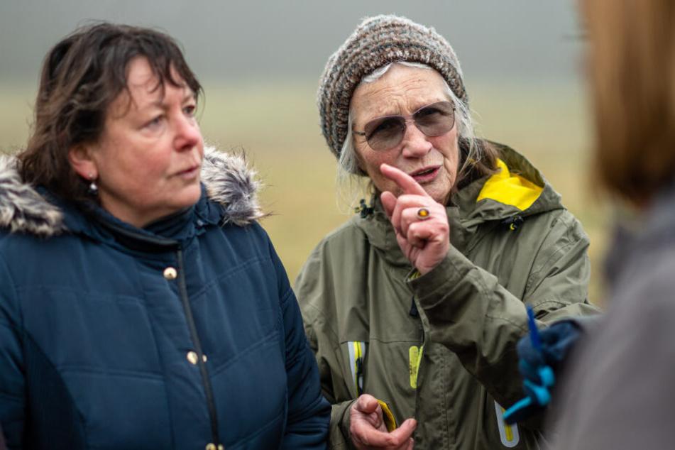 Unterzeichnerinnen Kerstin Gampe (l., 57) Annelie Steinberg (74) sehen in dem Vorhaben einen verantwortungslosen Umgang mit der Natur.