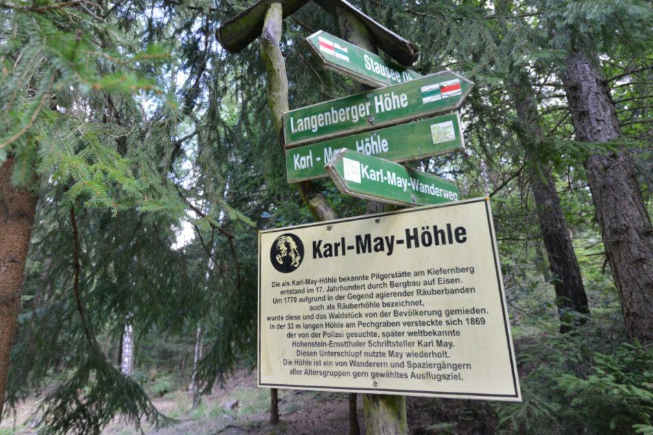 Die Waldwanderung zur Karl-May-Höhle ist teilweise ausgeschildert.