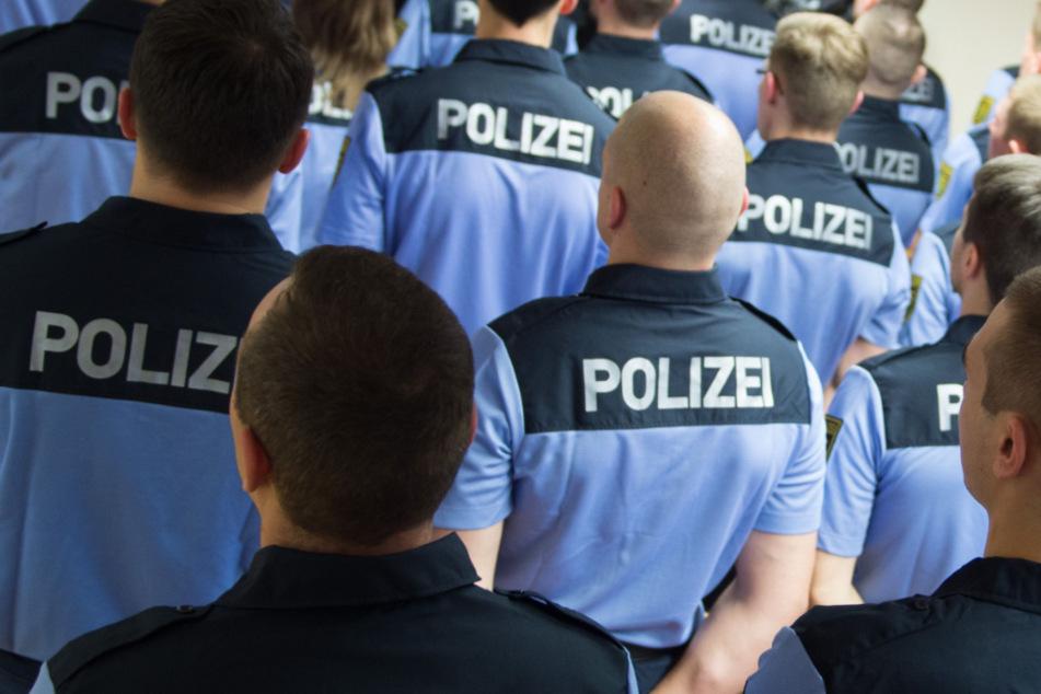 Wachpolizisten sind einsatzbereit. (Symbolbild)