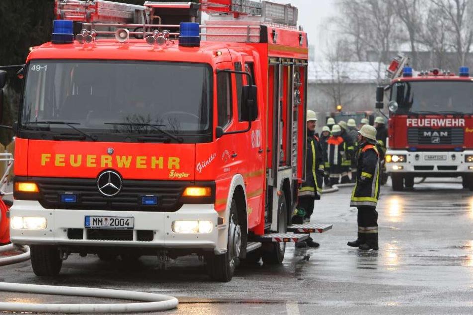 Feuerwehrmann stürzt von Einsatzwagen und stirbt
