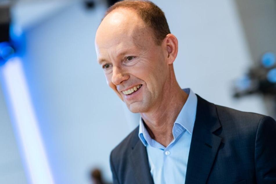 Bertelsmann-Chef Thomas Rabe freut sich über das fette Umsatz-Plus.
