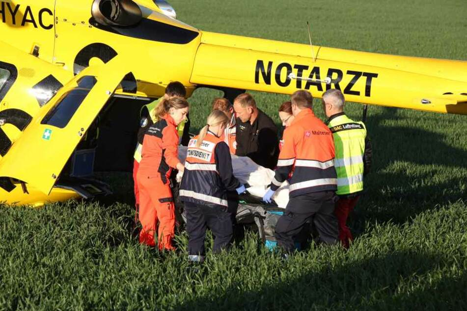 De Rollerfahrer musste per Rettungshubschrauber in die Klinik.
