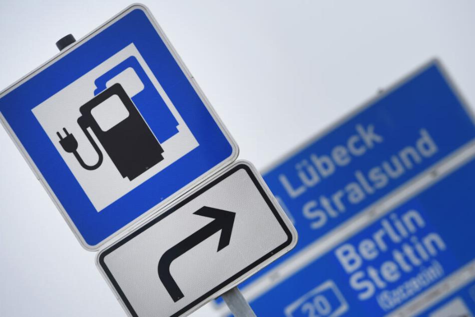Schnellladestation gibt es bereits einige an Autobahnraststätten.