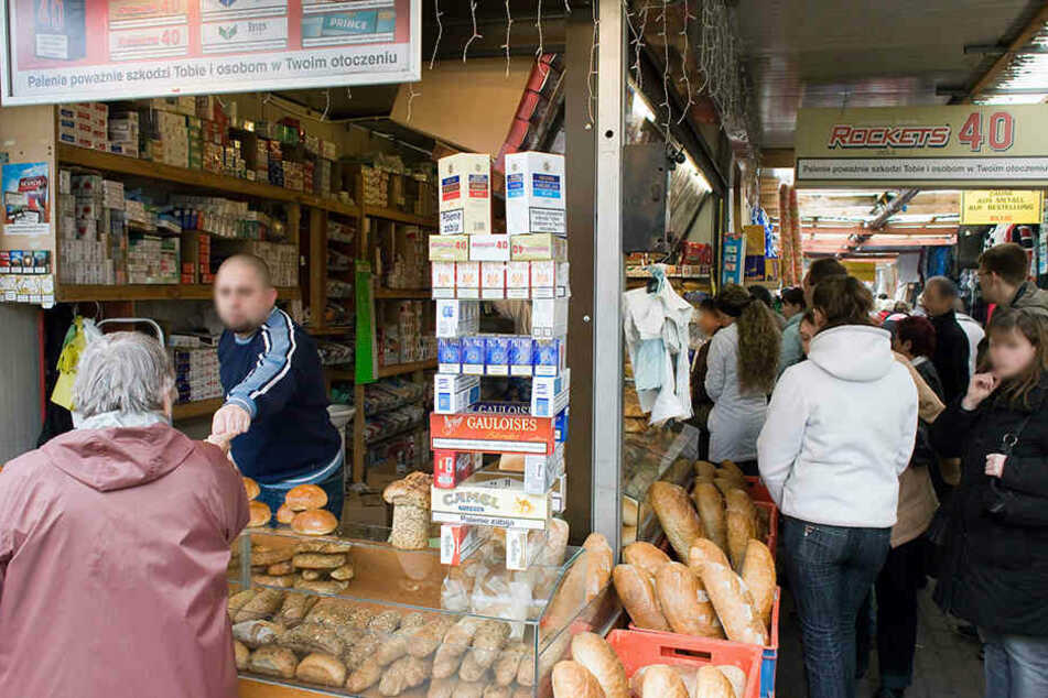 Bis 2020 soll durchgesetzt werden, dass in polnischen Geschäften und auf dem Polenmarkt nicht mehr eingekauft werden kann. (Symbolbild)