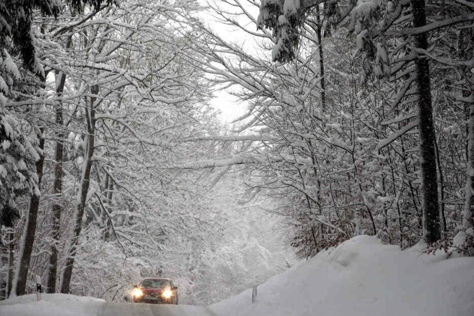 Im Bergland oberhalb von 400 bis 600 Metern kann es Neuschnee mit bis zu 15 Zentimetern geben.