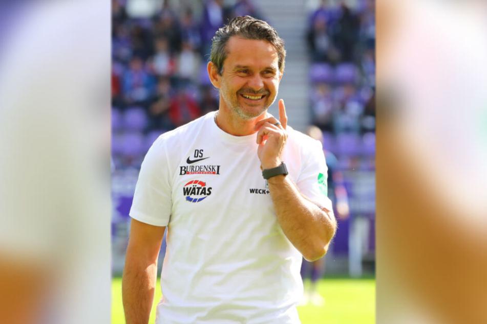 Nach zehn Spieltagen Platz vier, nur drei Zähler hinter Spitzenreiter Hamburger SV, die Partie gegen die vermeintlichen Topteams bis auf Hannover 96 schon absolviert - klar, dass FCE-Trainer Dirk Schuster da gut lachen hat.