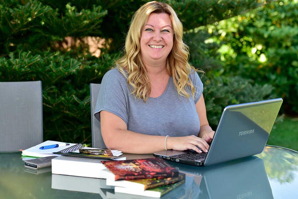 Nica Stevens (39) gibt eine Charity-Lesung in der Stadtbibliothek zugunsten krebskranker Kinder.