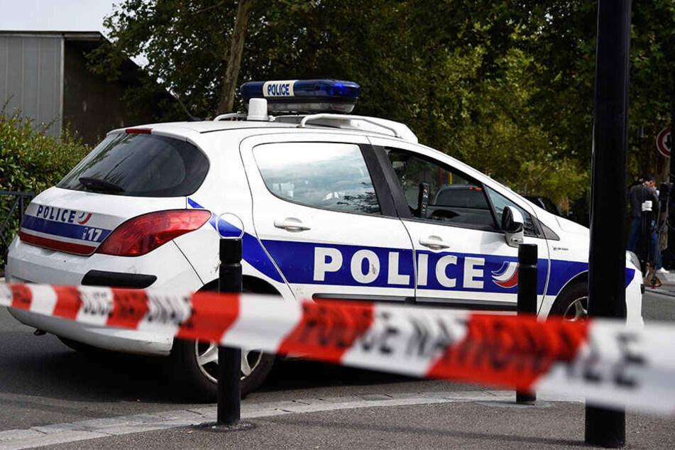 Der Polizeichef der französischen Stadt Rodez ist mit einem Messer angegriffen und tödlich verletzt worden.