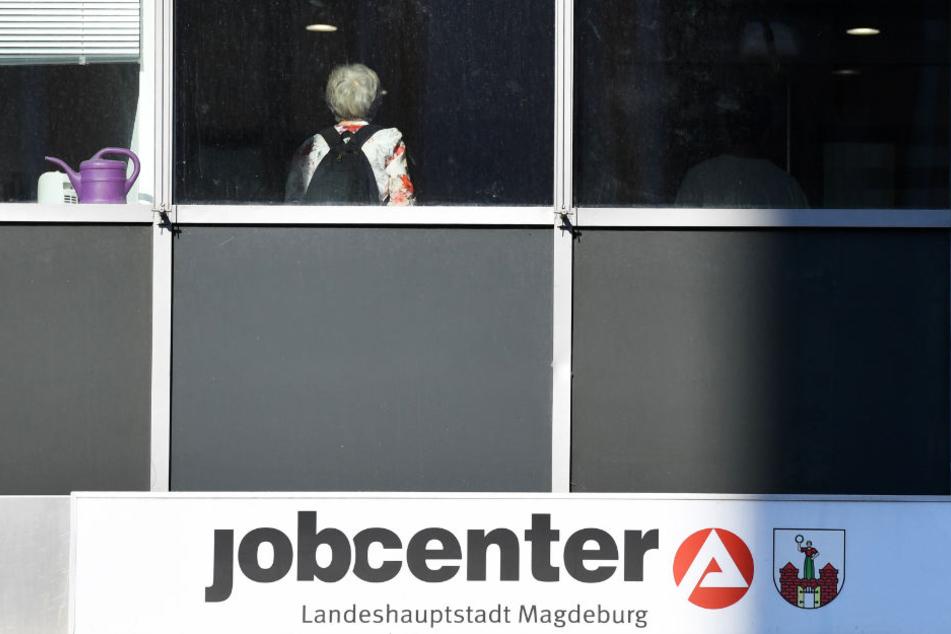 In Sachsen-Anhalt haben nach Angaben von Experten immer mehr Menschen einen zweiten Job.