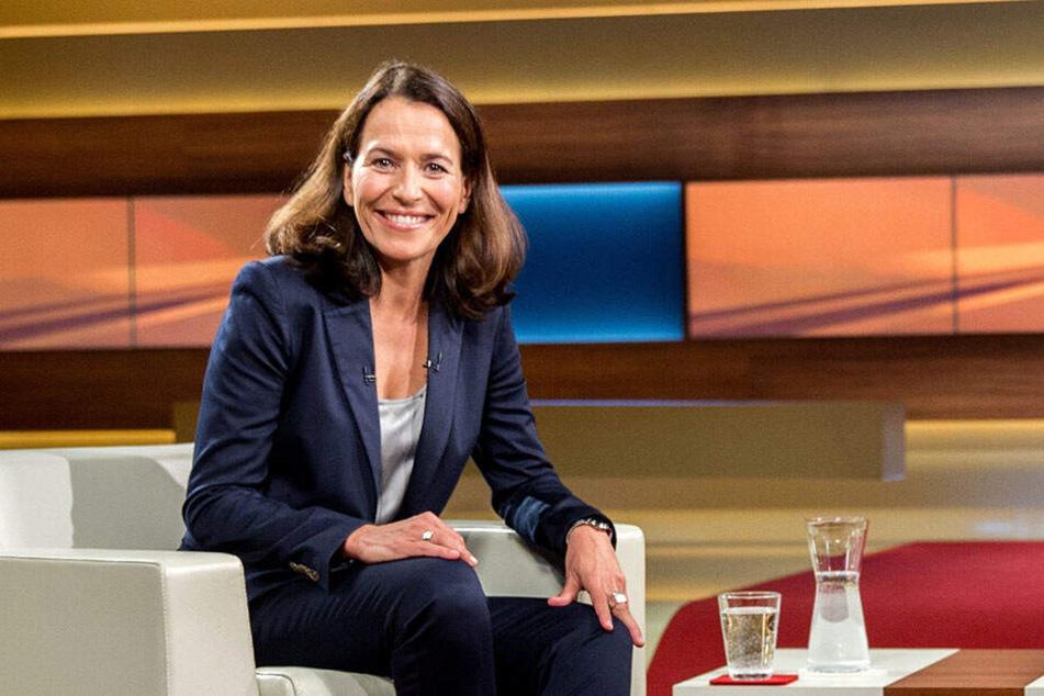 Anne Will geht nach einer kurzen Pause am Sonntag wieder auf Sendung.