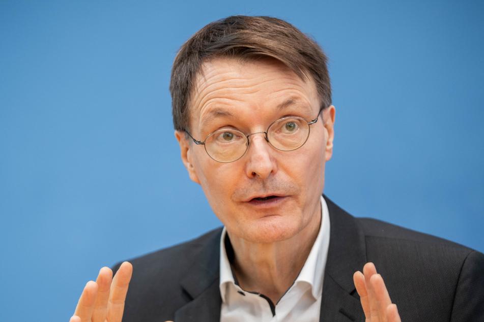 SPD-Gesundheitsexperte Karl Lauterbach (58, SPD) fordert einen raschen neuen Corona-Gipfel.