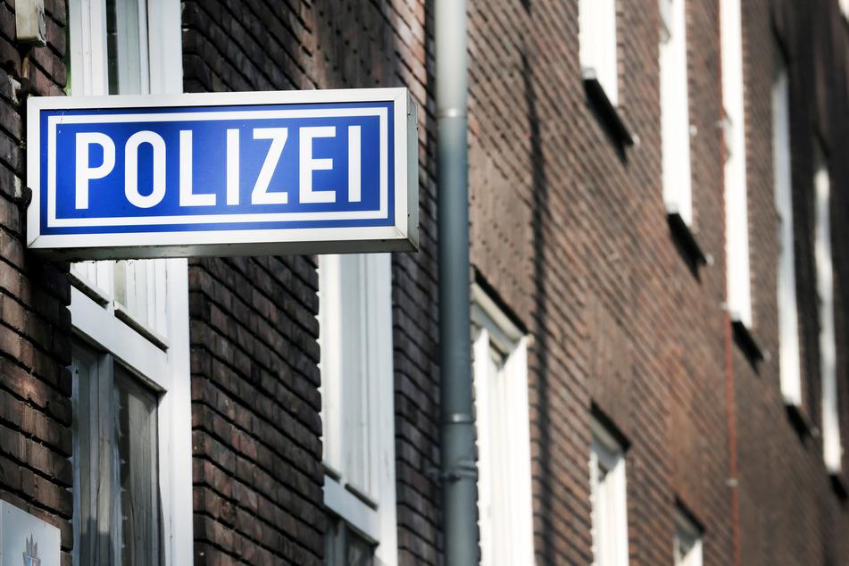 In NRW sorgt ab sofort auch die Polizei für den Transport von Corona-Selbsttests zu den Schulen. Bis zu den Osterferien sollen 1,8 Millionen Selbsttests zur Verfügung stehen. (Symbolfoto)